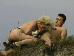 naughty-hotties-net-sex-on-the-grass