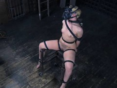 girl-with-gas-mask-in-terrifying-bdsm