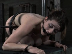 babe-gets-suffocating-pleasure-before-love-tunnel-torture