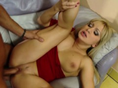 Hot MILF Mom Seduce To Fuck And Creampie By Step-Son