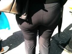 large-booty-milf-in-sweatpants