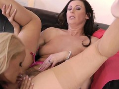 stockings-mature-eats-les