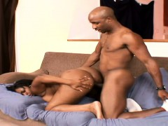 striking-caramel-girl-with-amazing-big-boobs-gets-pounded-on-the-bed