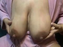 lactating-mom-huge-nipples-vivan-from-onmilfcom