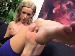 kaylee-hilton-takes-bbc-with-her-sexy-feet