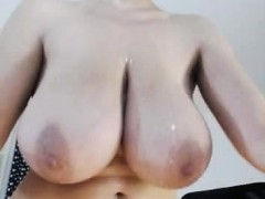 provoking-camgirl-shows-off-her-big-natural-boobs-and-her-t