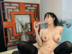 nasty-babe-destroys-her-pussy-hd