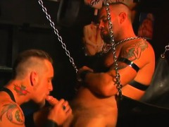 tattooed-hunk-enjoys-fucking-this-hung-stud-while-on-a-sex-swing