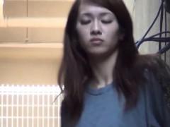 heels-asian-pee-alleyway