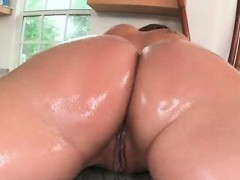 oiled-up-curvy-hoe-enjoying-a-pussy-massage