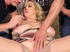 Raving milf loves horny threesome