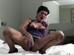 mature-slut-mother-playing-with-he-giselle