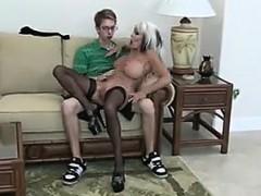 Nerd Fucks Mature Bimbo – Visit Realfuck24