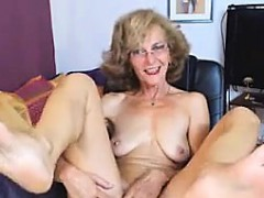 sexy-gilf-feet-in-face-cam-no-sound