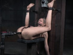 bdsm-sub-anal-penetrated-with-sex-machine