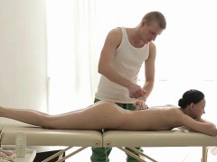 babe-anna-maria-gets-naked-and-receives-a-massage