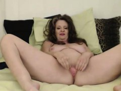 curvy-mother-cynthia-lynn-gets-a-loud-squirting-orgasm