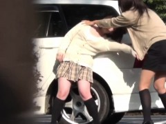 japanese-teen-pee-outside