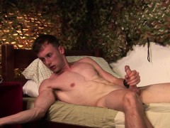 muscular-hunk-solo-plays-with-big-dildo
