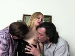 reife-swinger-german-swinger-enjoys-a-dirty-threesome