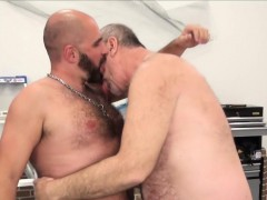 silver-wolf-fucks-bearded-bear-raw