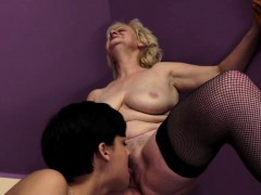 euro-mature-pussyfingered-by-a-beauty