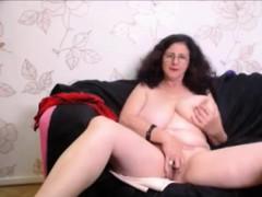 natural-busty-mature-masturbation-on-webcam