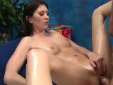 Sexy sexy babe fucks and sucks her rubber