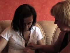 lesbische-spielchen-mit-der-nachbarin
