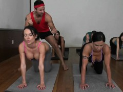 cfnm-yoga-babes-cumswapping-in-group