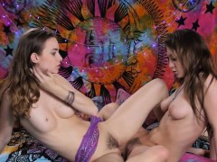 hippy-sappho-babe-fingers-best-friends-pussy