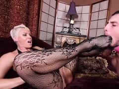 hot-pornstar-cuckold-and-cum-eating