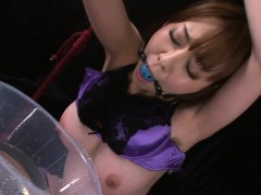taut-pussy-floozy-in-oil-squirts-whilst-being-fingered