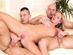 vinna getting her wet twat cooked as the bi dudes fuck her