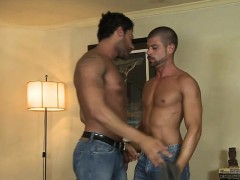 muscle-gay-flip-flop-and-cumshot