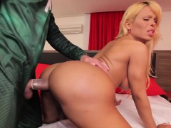 Bigbooty Tranny Babe Takes It From Behind
