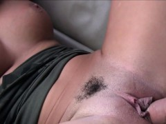 Trimmed Pussy Gal Fucks In Taxi