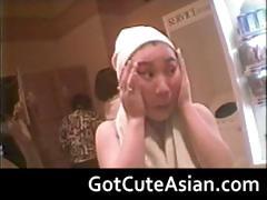 voyeur-japanese-teens-in-the-locker-room-part5