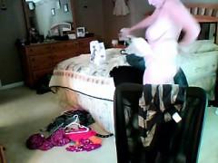 mom-dressing-1-kati-live-on-720camscom