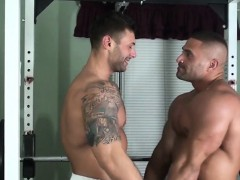 muscle-bodybuilder-bound-with-cumshot