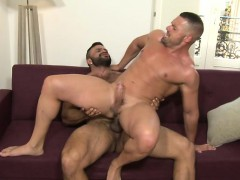 muscle-bear-oral-sex-and-cumshot