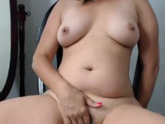 naughty-mature-chick-makes-her-pussy-wet