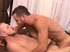 muscle-boyfriend-flip-flop-with-cumshot