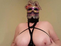beauty-lateshay-mardi-gra-mask-out-nola-from-dates25com