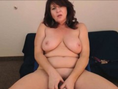 hot-old-mom-brunette-need-attention