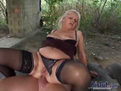 ernone-loves-outdoor-sex