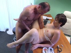 doctor-fucked-horny-gal-in-hospital