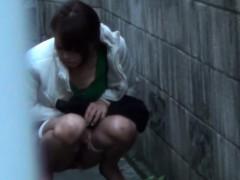 fetish-asian-teen-peeing