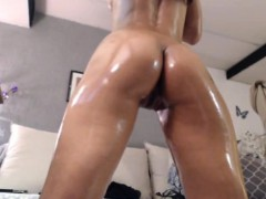 asian-camgirl-with-a-sexy-ass-oiled-up-on-camlivehub