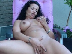 milf-self-pussy-massage